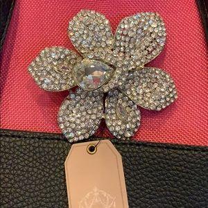 Absolutely gorgeous rhinestone brooch NWT
